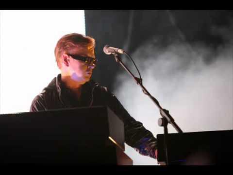 ANDY FLETCHER (DEPECHE MODE) - Interview for Tut (August 2011)