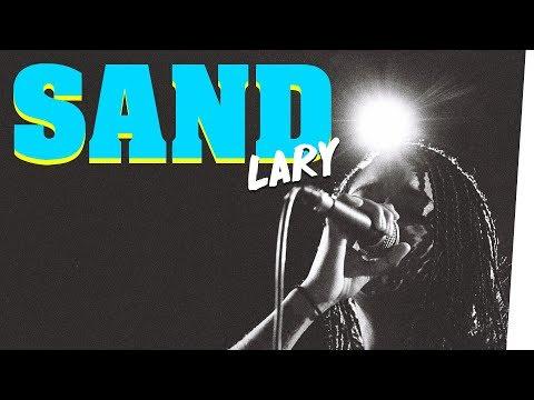 "Musikerin LARY singt ""Sand"" im Bongo Boulevard feat. Motrip"