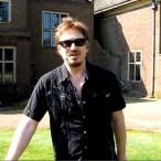 Alan Wilder vor seinem Haus