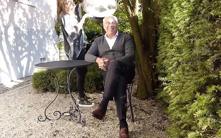 Marek Lieberberg nimmt entspannt die Ice Bucket Challenge an (Videocapture)