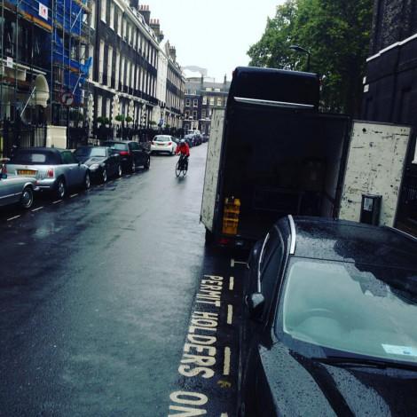 Umladen vom Trailer in den Transporter macht im Dauerregen wirklich nicht gerade Spaß. Vor allem, wenn es dann noch einen Strafzettel hagelt.