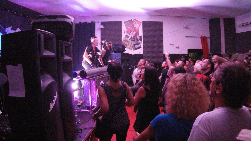 Konzert mit Wohnzimmeratmosphäre in Bologna ( Bild: HSW)