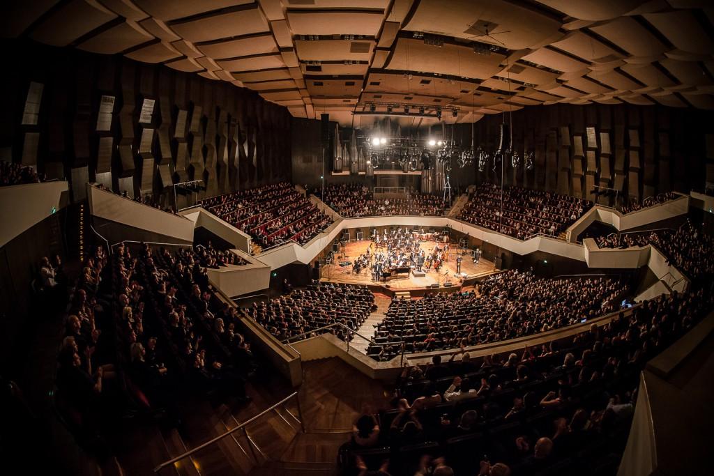 Eindruck vom Anne Clark Auftritt im Gewandhaus beim Gothic meets Klassik 2015. ( Foto: Alexander Jung)